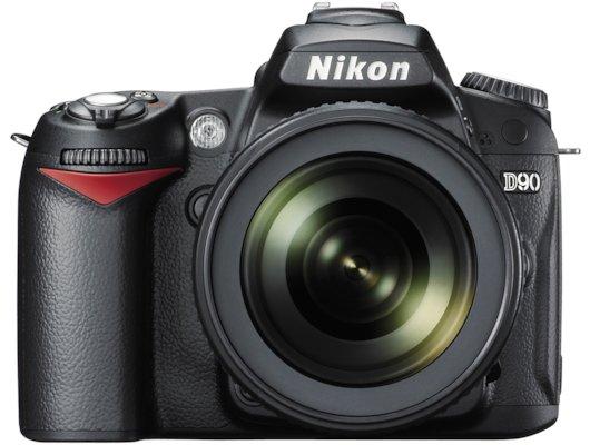 Фотоаппарат зеркальный Nikon D90 Kit DX 18-105 VR + средство по уходу