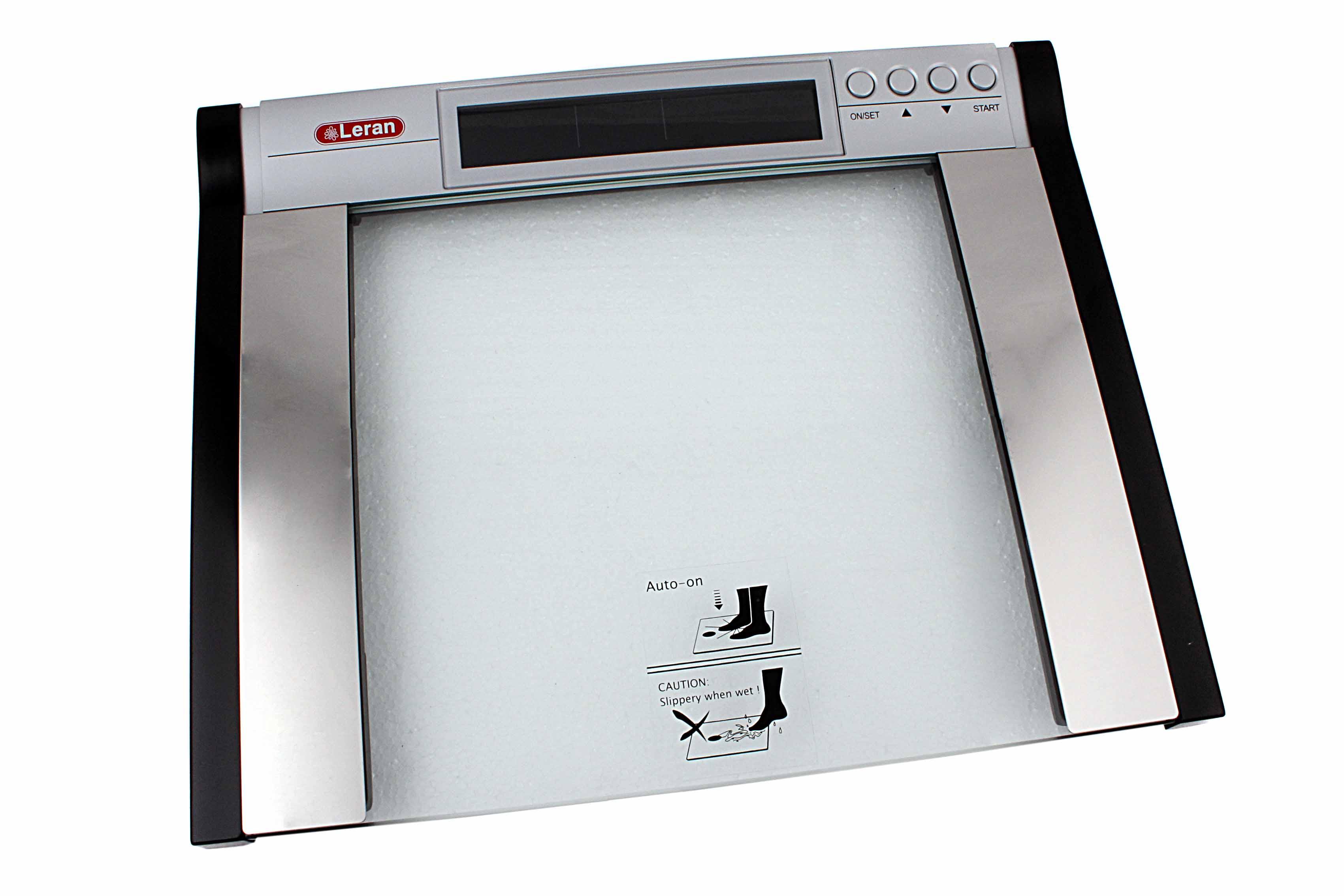 2 особенности прибора: показывает объем молока и воды две системы измерения веса: граммы, фунты две системы измерения объема: миллилитры, унции батарейки с низким потреблением энергии.